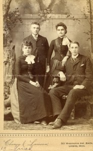 Vintage-family-portrait-185x300.jpg